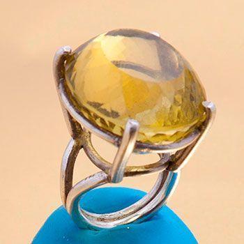 Anillo de plata con cuarzo limón grande