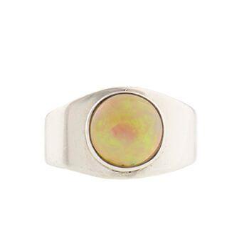 anillo de plata con ópalo