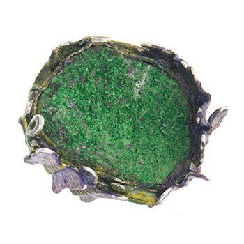 Anillo de uvarovita en plata esmaltada de Tabata Morgana