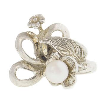 Anillo de plata con flor y perla
