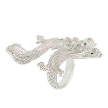 anillo de plata con forma de dragón