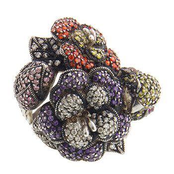 Anillo de plata con circonitas de colores pajaro y flores de Tabata Morgana