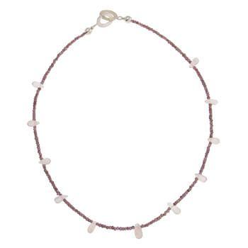 Collar corto de plata con granates y cuarzo rosa de Tabata Morgana