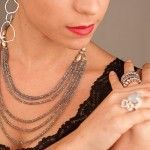 Collar de plata con labradorita y anillos varios de plata de Tabata Morgana
