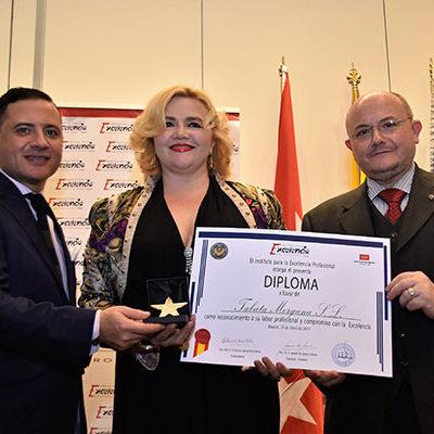 Entrega de premios a la Innovacion y Excelencia Profesional a Tabata Morgana